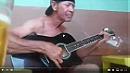 O Cara pede emprestado o violão ao dono do Bar pra tocar e olha o que acontece